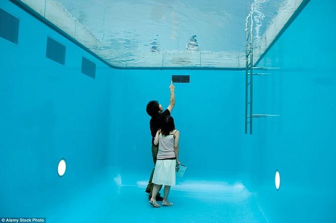 Bể bơi ảo giác tại Nhật