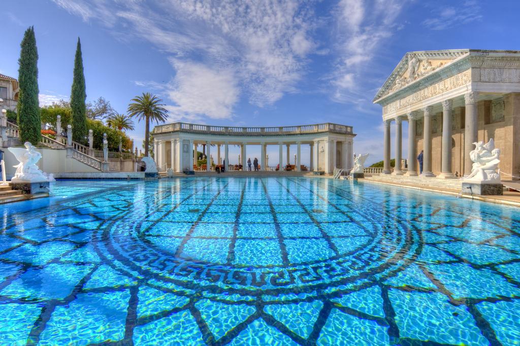 Những bể bơi đắt nhất thế giới