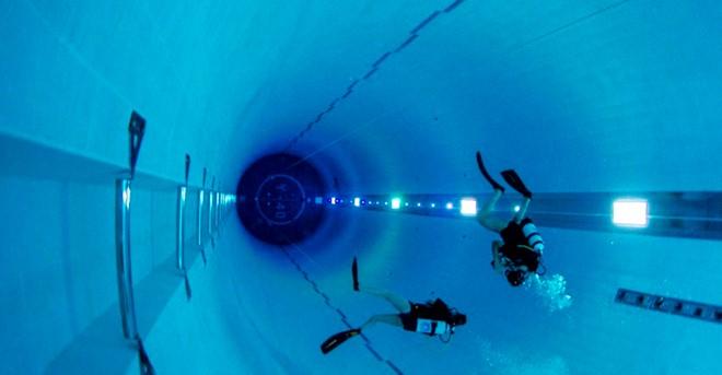 Bể bơi sâu nhất hành tinh