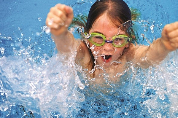 Cách nhận ra bể bơi có độc tố và những điều quan trọng cần biết