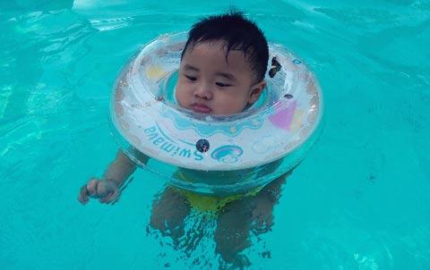 Những lưu ý khi cho bé đi bơi