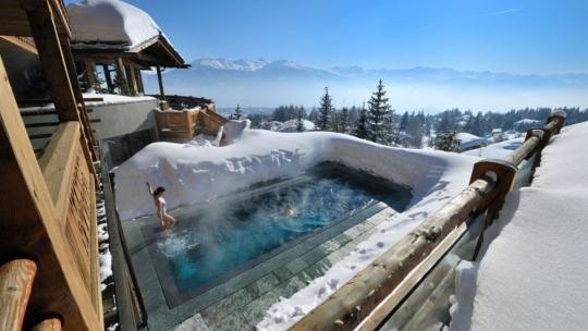 Những bể bơi kỳ lạ nhất thế giới