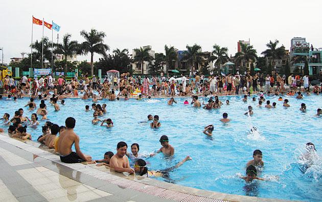 Sôi động bể bơi, hồ bơi mùa hè tại Hải Dương